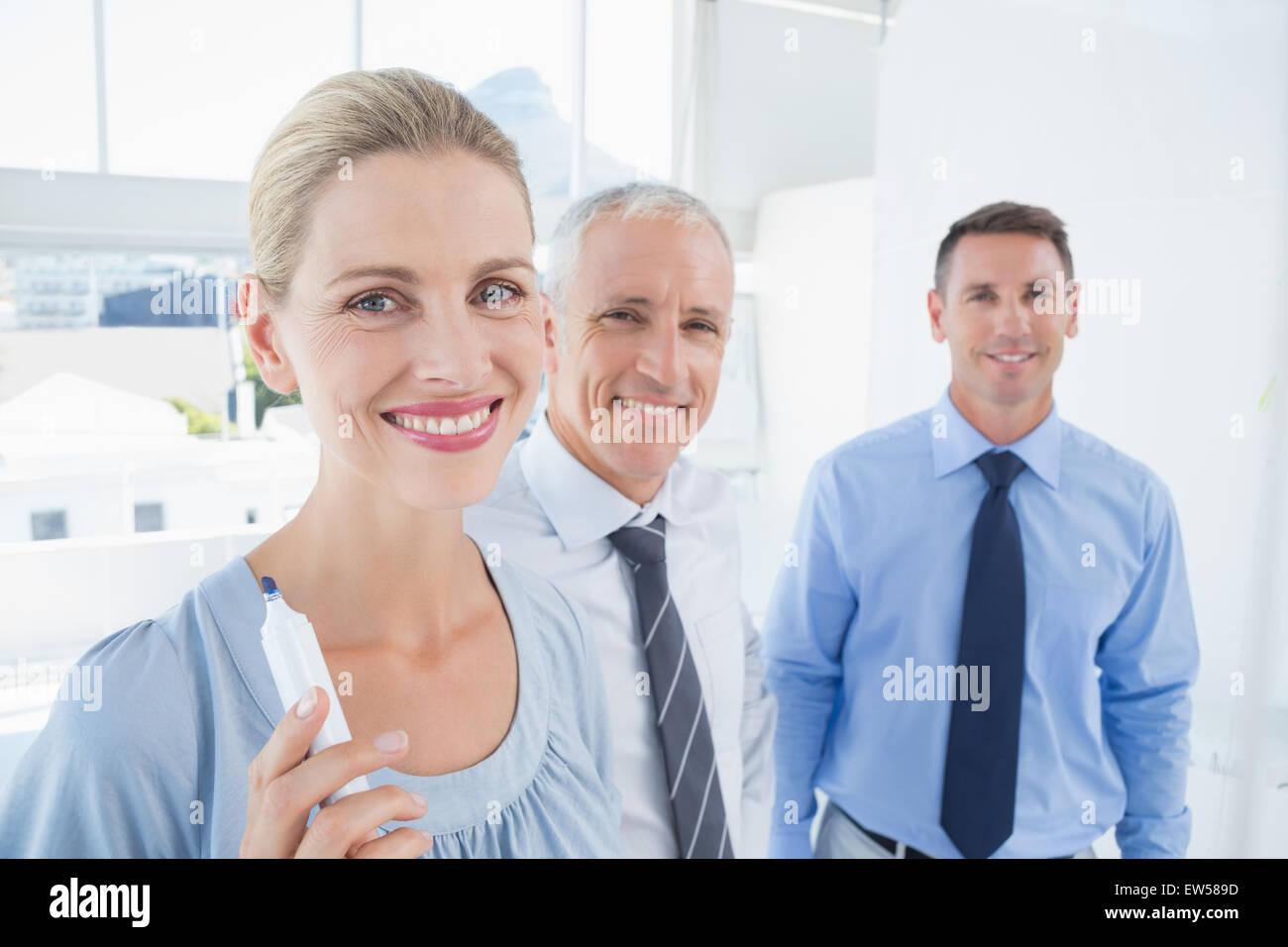 L'écriture de l'équipe Entreprises lancer des idées sur la carte Photo Stock