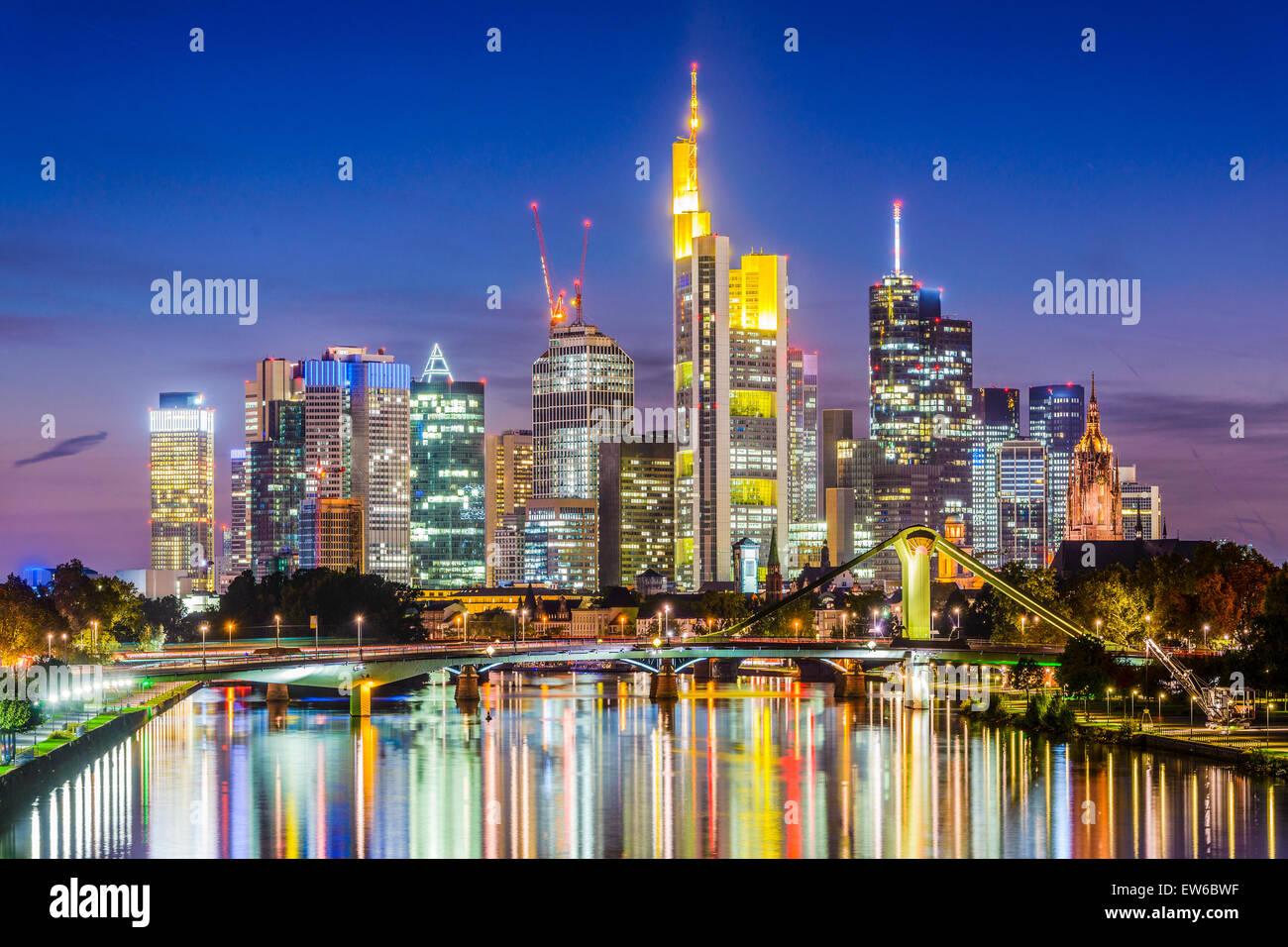 Francfort, Allemagne skyline sur le cours principal de la rivière. Photo Stock