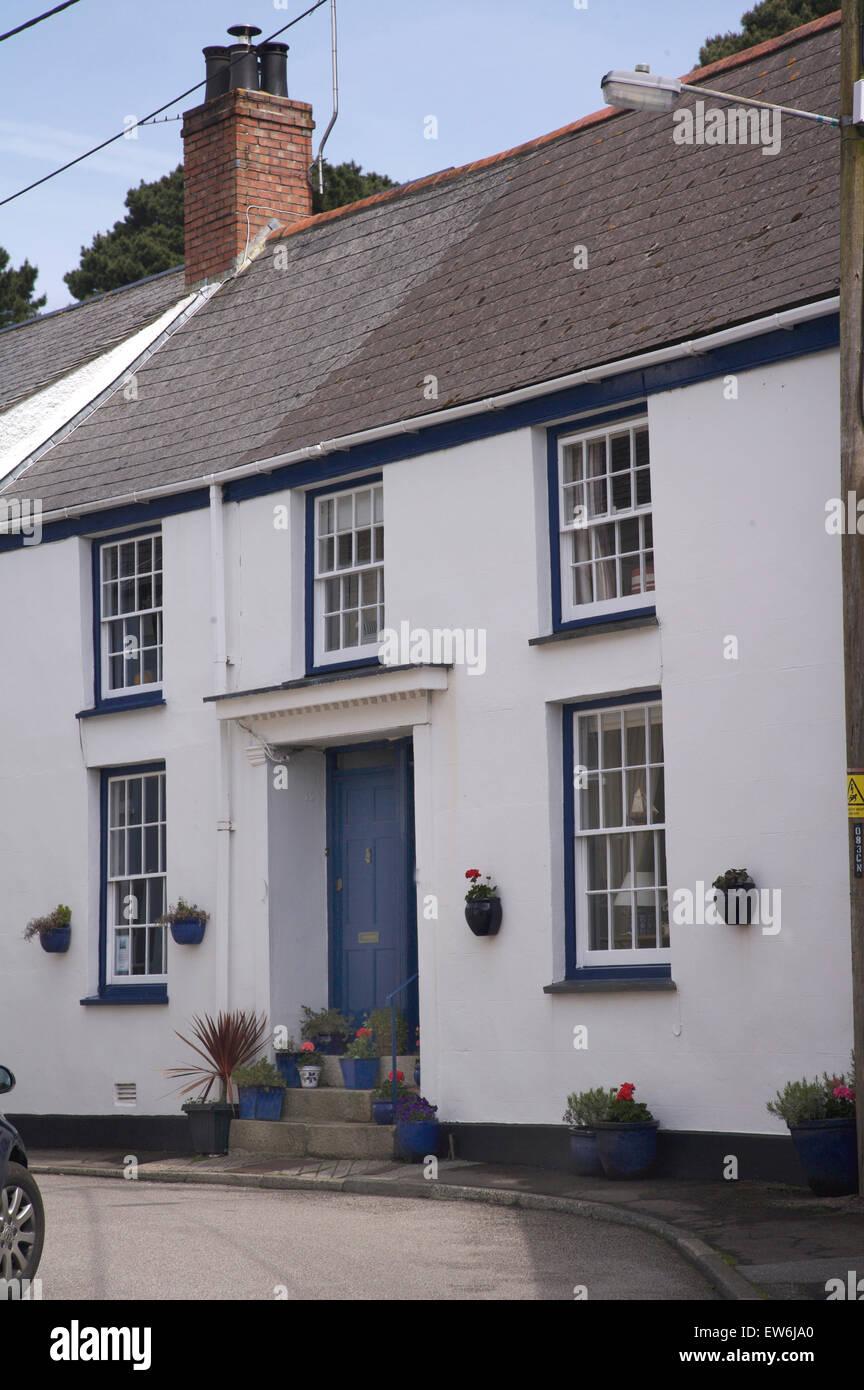 Maison Peinte En Blanc Exterieur extérieur de maison traditionnel peint en blanc dans une