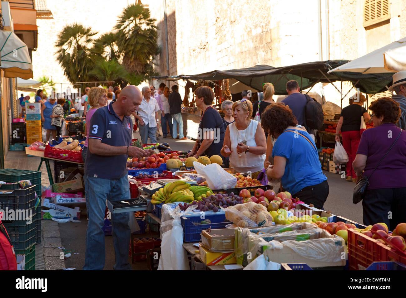 Un commerçant du marché Majorque Inca Banque D'Images