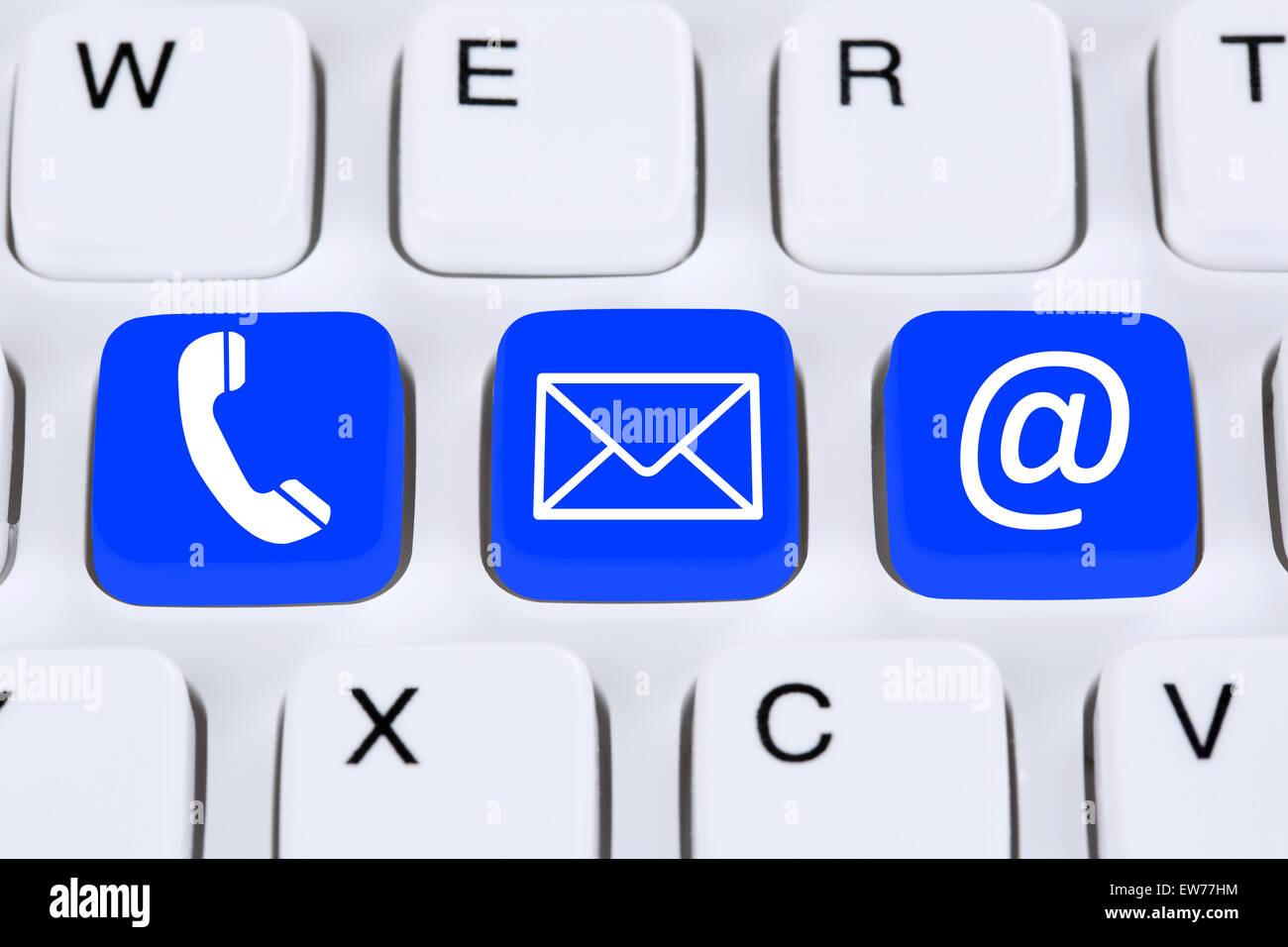 Communication Pour nous contacter par téléphone, courrier ou e-mail en ligne sur l'internet Photo Stock