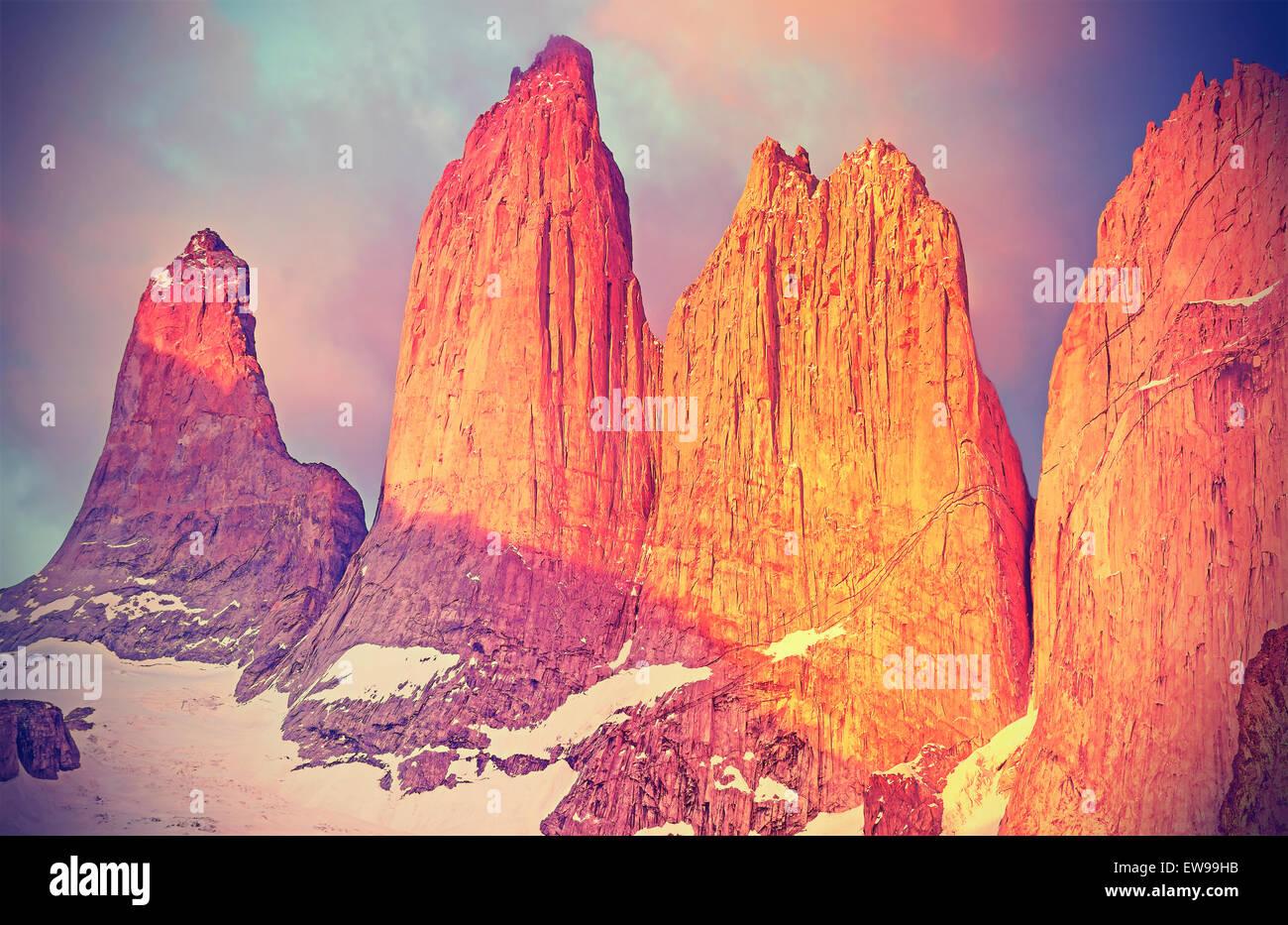 Lever du soleil sur les montagnes de Torres del Paine, en Patagonie, au Chili. Photo Stock