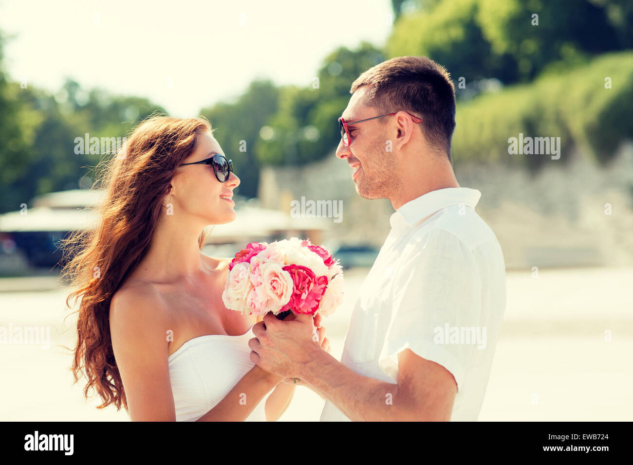 Smiling couple in city Photo Stock