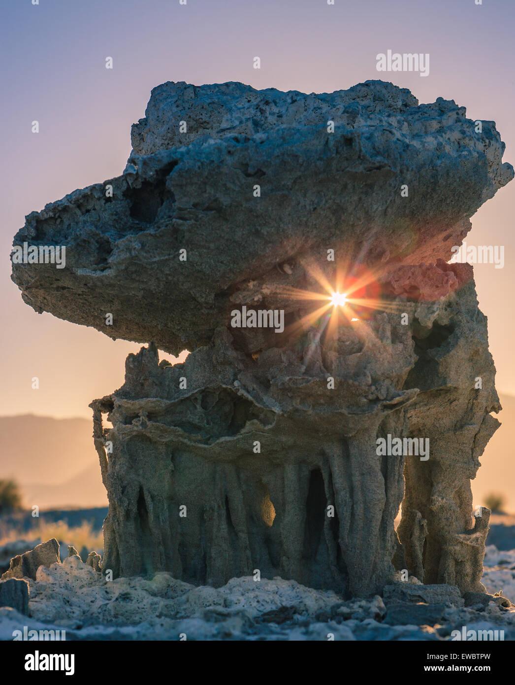 Coucher du soleil à la formations de sable au lac Mono, près de Navy Beach, Californie, USA, Photo Stock
