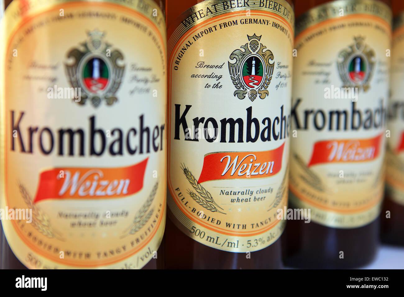 Bière de blé allemande Krombacher bouteilles Banque D'Images