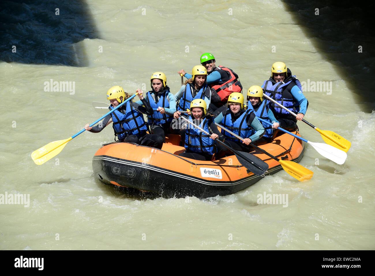 White water rafting dans la vallée de Chamonix en France avec Cham Aventure activités ourdoor Photo Stock