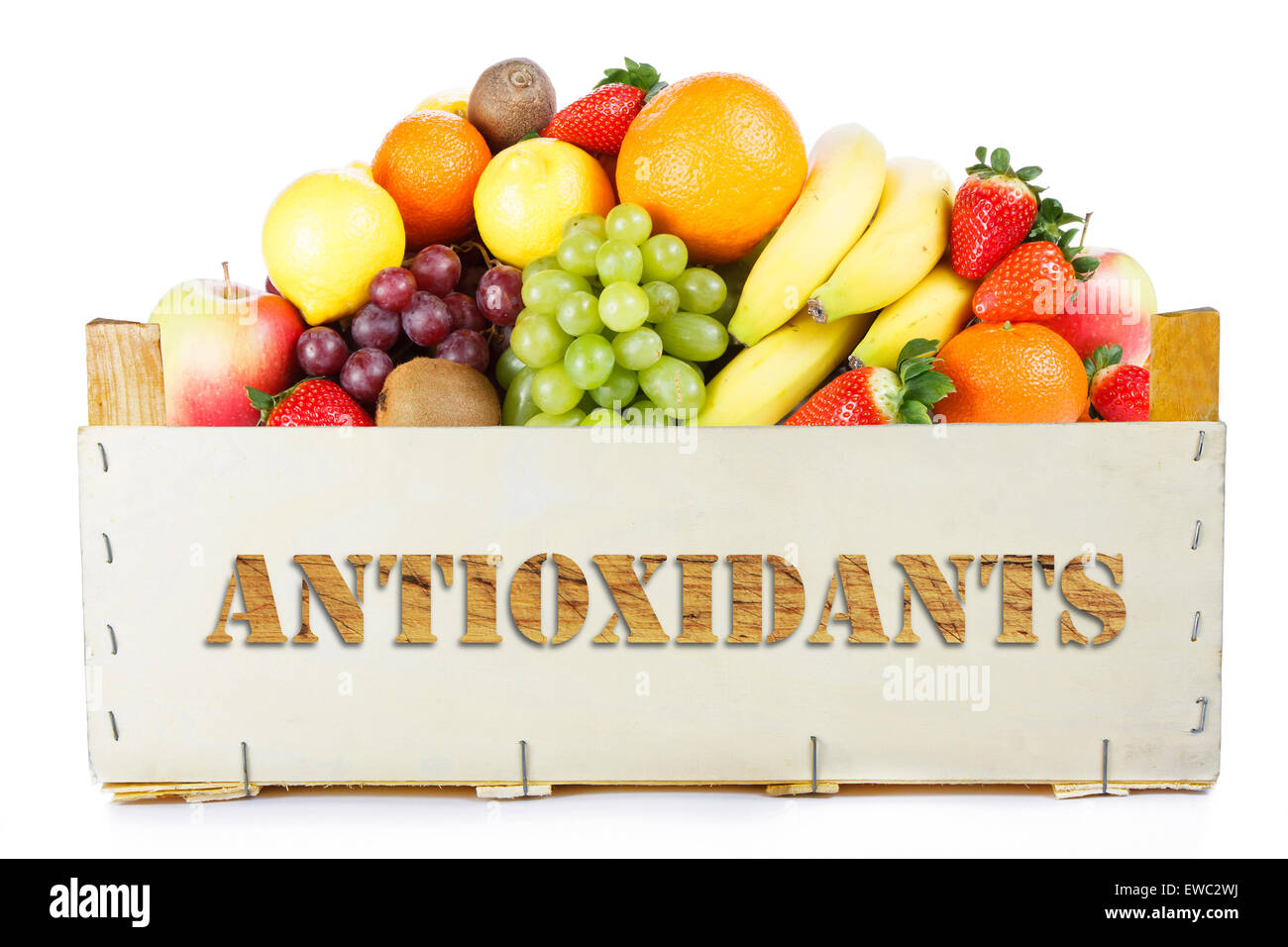 Antioxydants. Les fruits en boîte en bois. Photo Stock