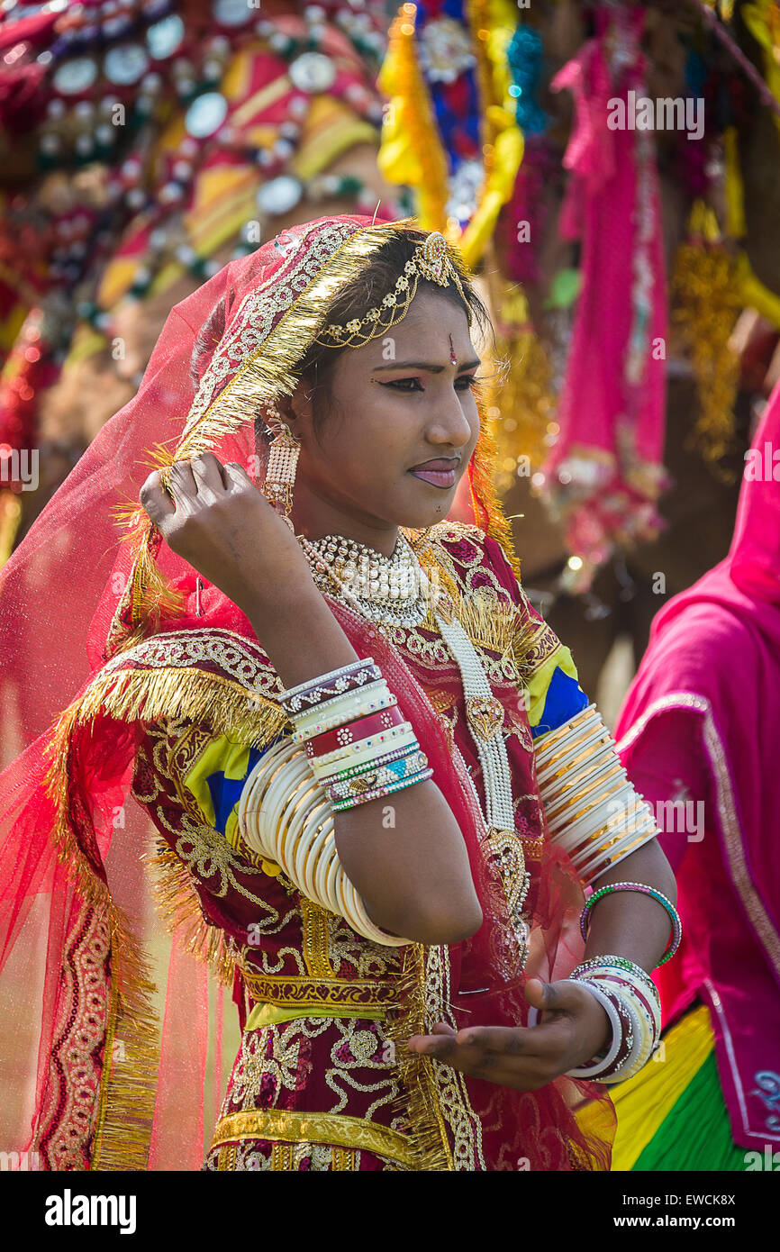 Jeune femme en costume traditionnel. Le Rajasthan, Inde Photo Stock