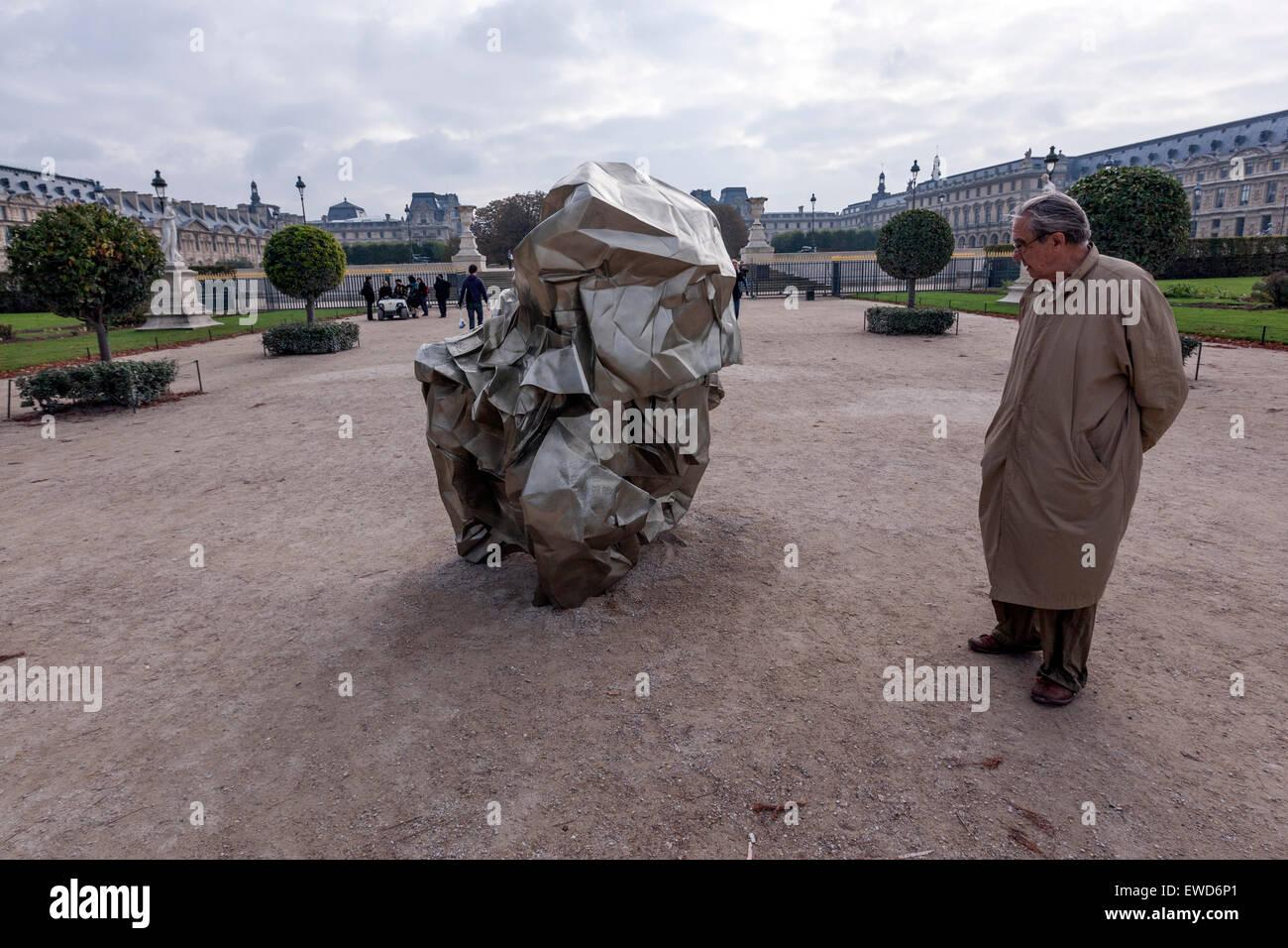 L'observation de l'homme Wang Du Les Modes 2007 sculpture dans le jardin des Tuileries, Jardin des Tuileries, Photo Stock
