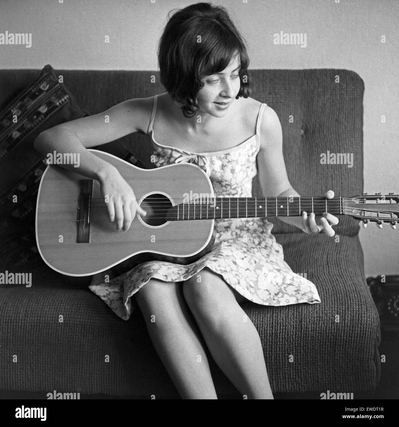 Griechisch deutsche Sängerin Vicky Leandros dans Hamburg, Deutschland 1960 er Jahre. Chanteur Allemand Grec Photo Stock