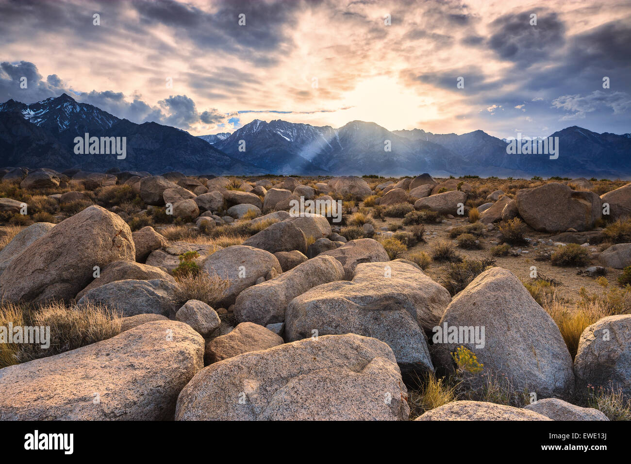 Coucher de soleil sur la Sierra Nevada de Manzanar, Californie, USA. Photo Stock