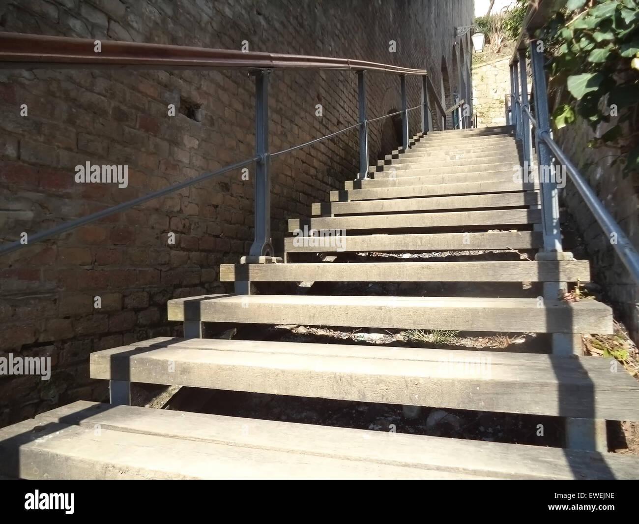 long et étroit escalier ancien banque d'images, photo stock