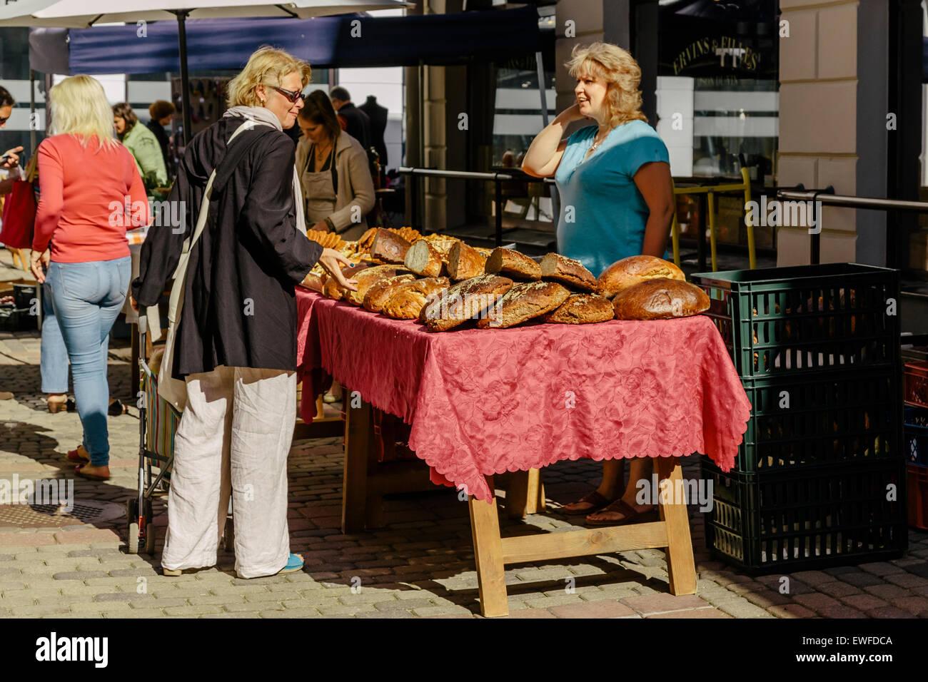 Marché de producteurs, Bergs Bazaar, Riga Lettonie Photo Stock