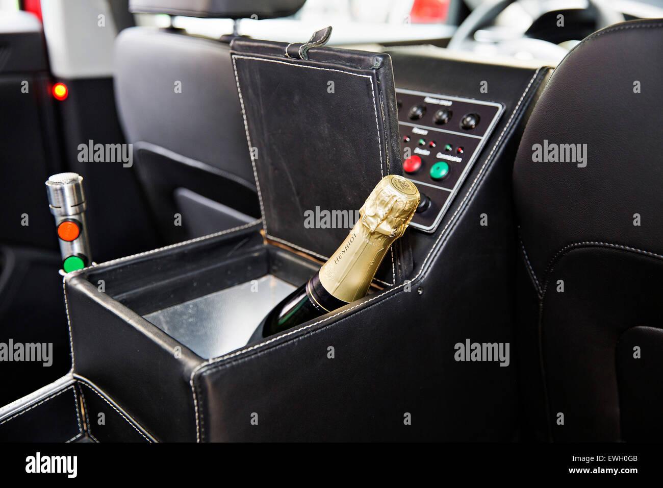 Skoda superb tour de france rouge voiture pour directeur bureau