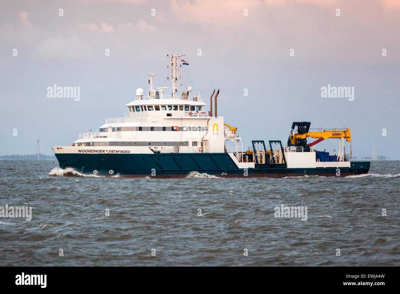 Plongée en mer à bord du navire de soutien, Noordhoek Pathfinder, la conduite d'engins non explosés Photo Stock