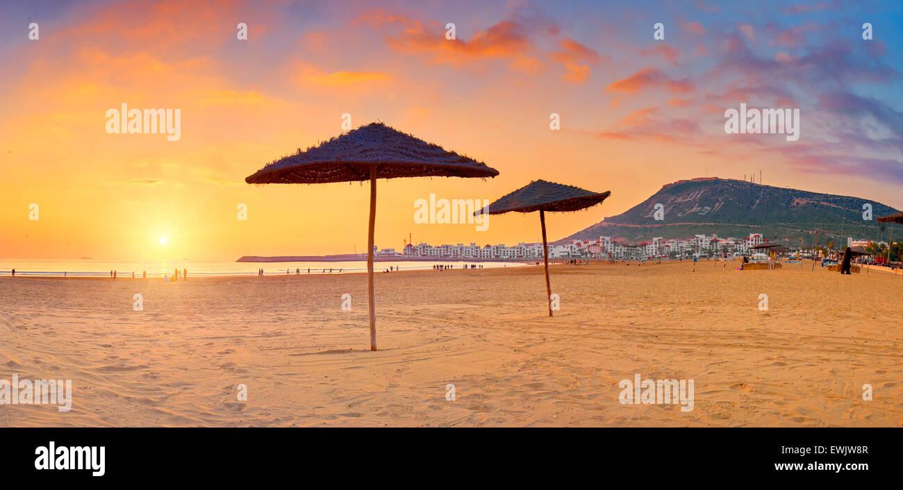 Au coucher du soleil de la plage d'Agadir, Maroc, Afrique Photo Stock