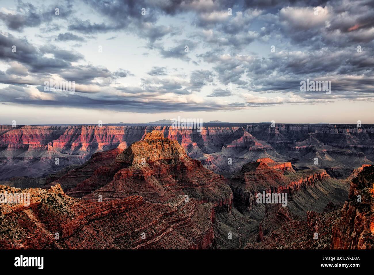 Dernière lumière sur le bord nord de l'Arizona's Grand Canyon National Park de Cape Royal avec Photo Stock