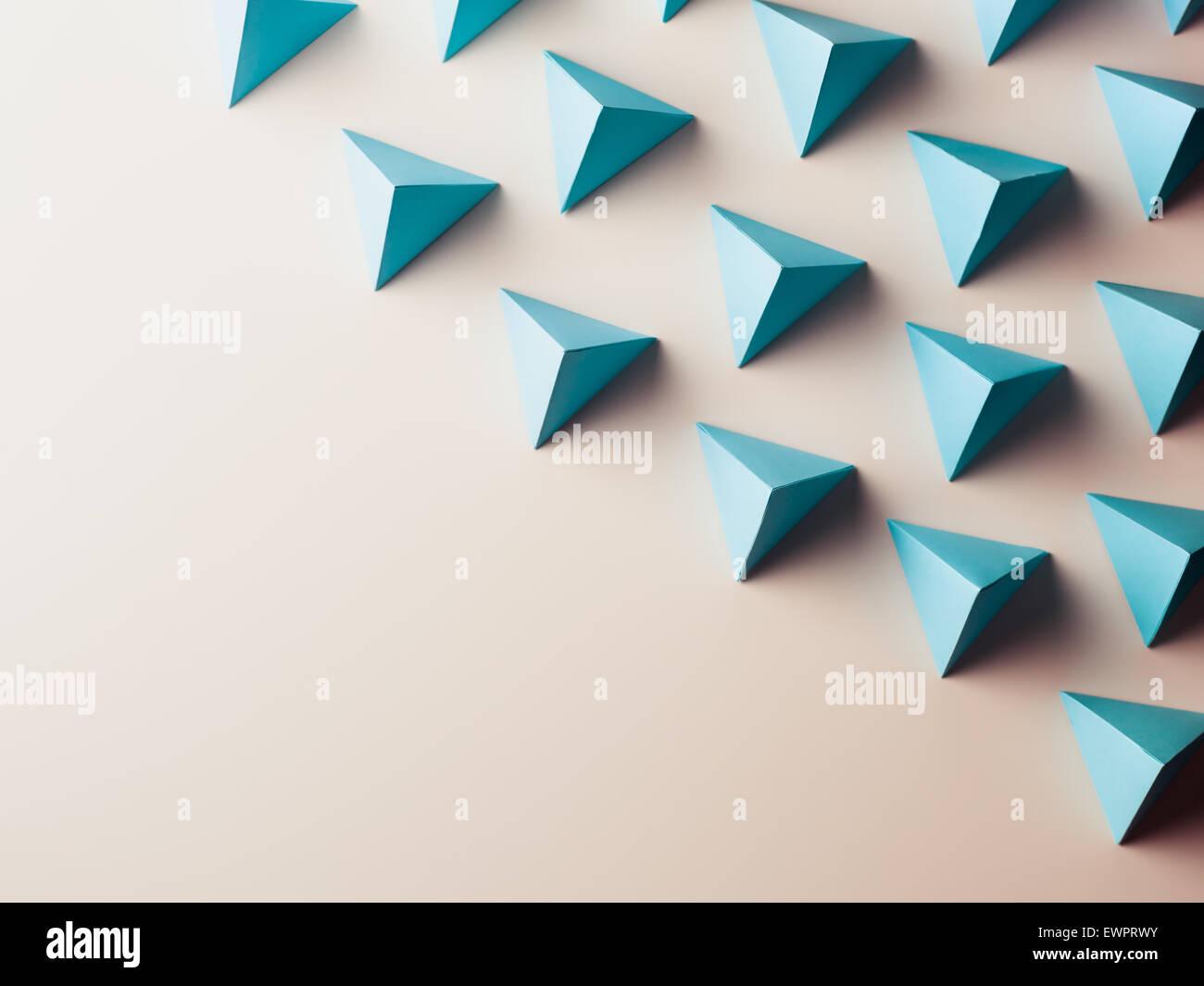 Résumé fond composé de formes géométriques en papier. copie espace disponible Photo Stock