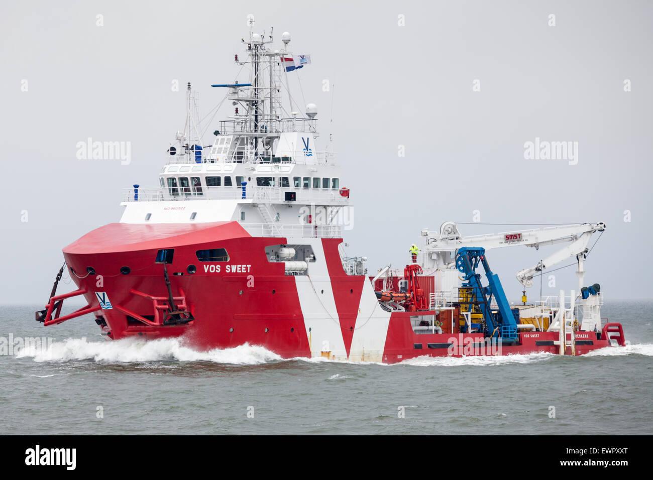 Bateau Offshore, Vos doux, navigation sur l'estuaire de l'Ems en route vers Eemshaven aux Pays-Bas. Photo Stock