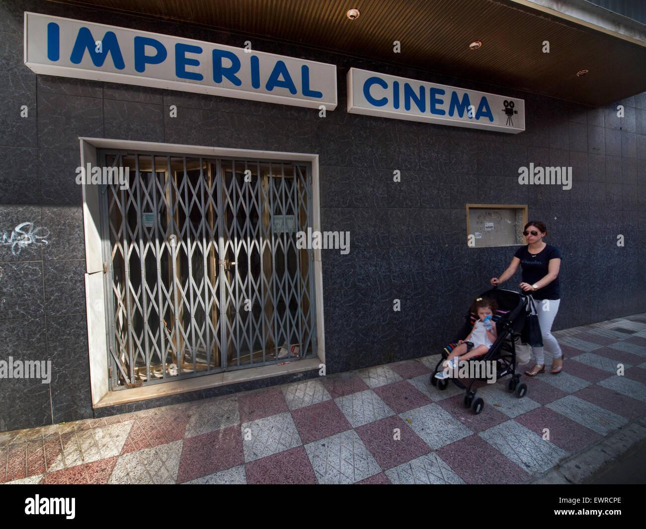 Un vieux cinéma fermer en à Torre del Mar, Espagne Photo Stock