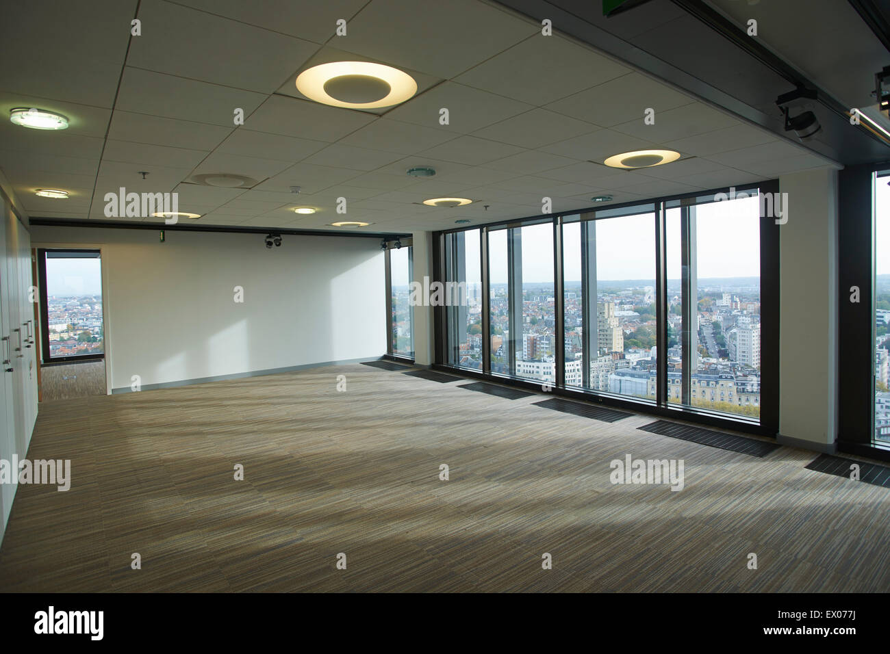 Bureau gratte ciel vide intérieur bruxelles belgique banque d