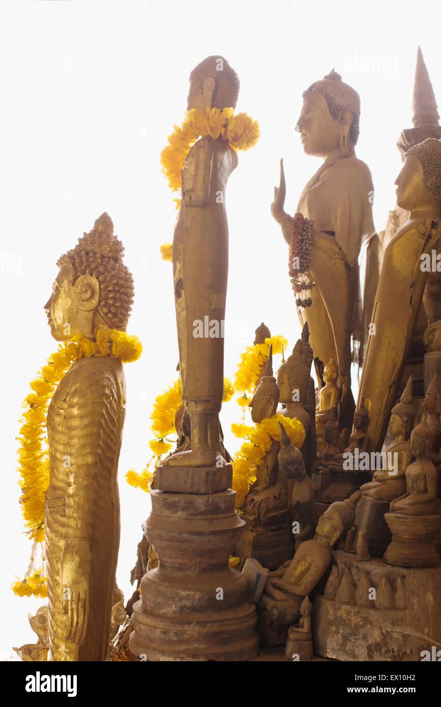 La partie inférieure de la grotte grottes de Pak Ou accueillir plus de 2 500 bouddhas, dont la plupart sont Photo Stock
