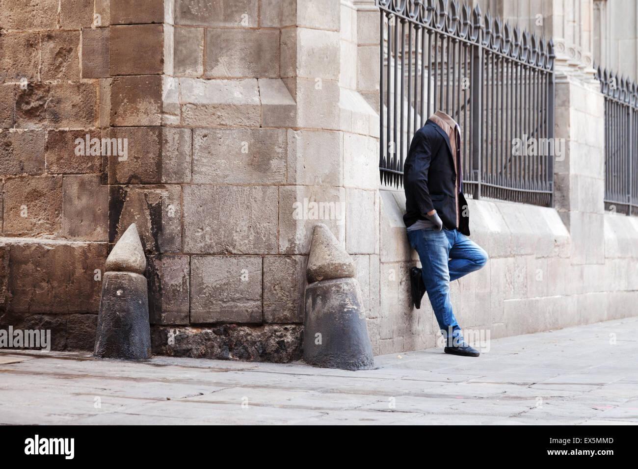 Artiste de rue sans tête l'exécution; le quartier Gothique (Barri Gotic), Barcelone, Espagne Photo Stock