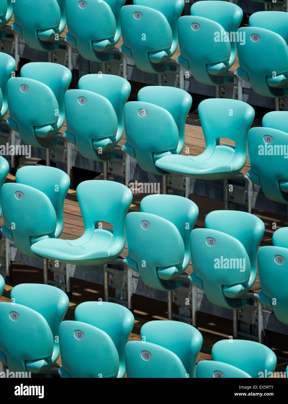 Des rangées de sièges dans une salle de concerts. Photo Stock