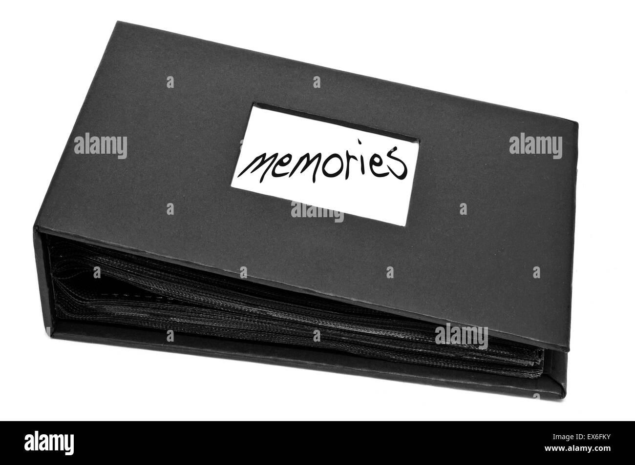 Un album de photos souvenirs avec le mot écrit sur un fond blanc Banque D'Images