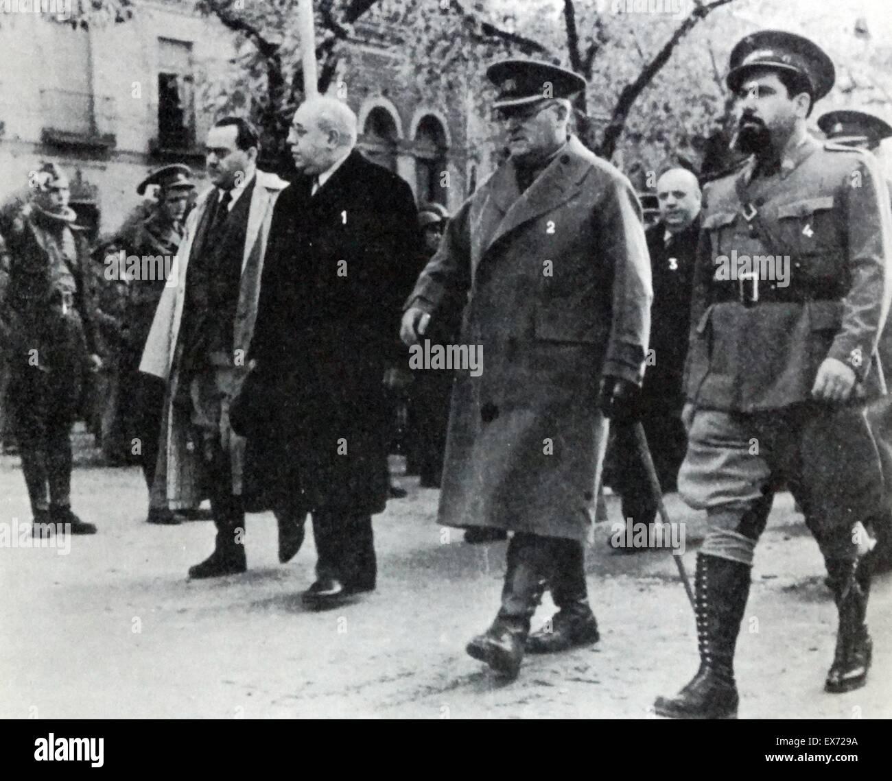 1937 Président de l'Espagne républicaine visite la ligne de front pendant la guerre civile espagnole. Photo Stock