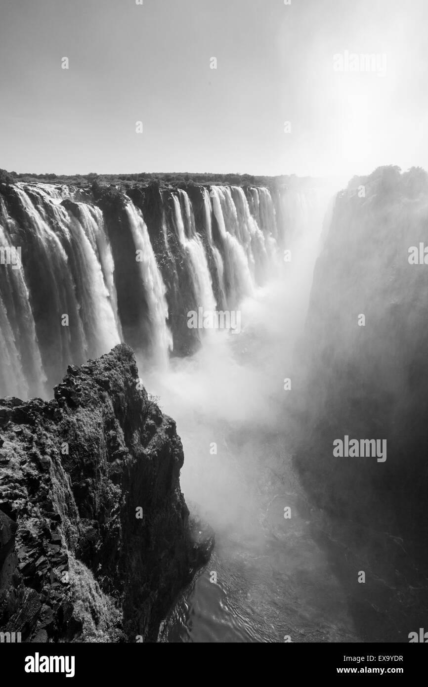 L'Afrique, Zimbabwe, Victoria Falls National Park, Zambèze comme il coule sur Victoria Falls Photo Stock