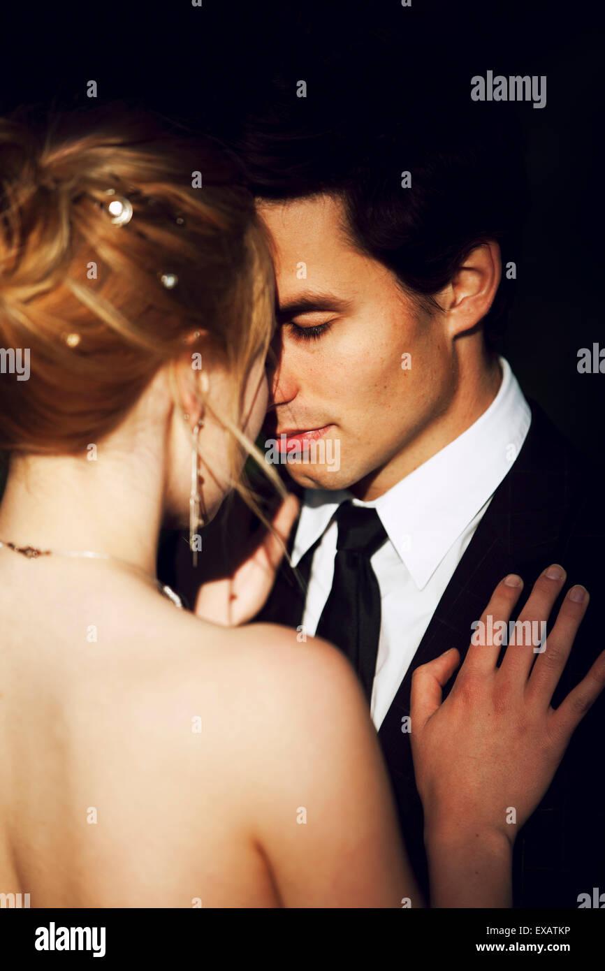 Les mariés affectueux Photo Stock