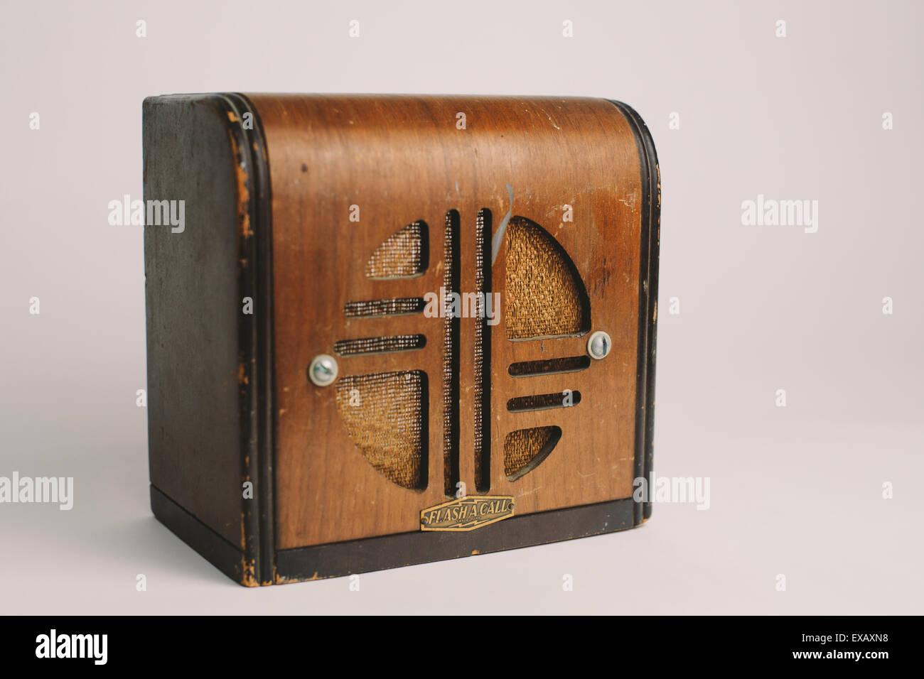 Bureau en bois ancien interphone banque d images photo stock