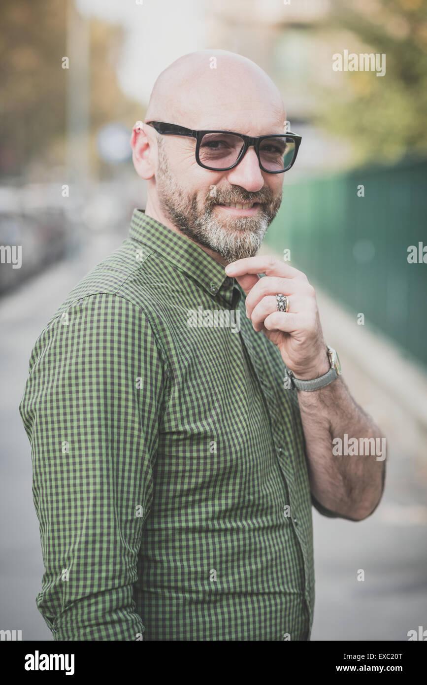 Bel homme d'âge moyen dans la ville Photo Stock