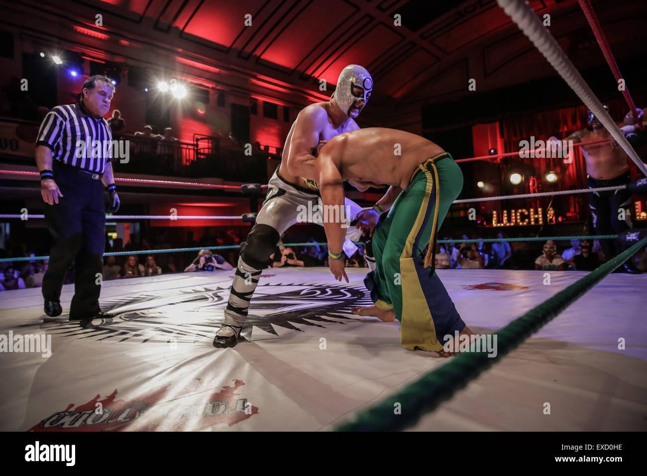Londres, Royaume-Uni. 11 juillet, 2015. lucha libre combat libre mexicain à York Hall, London , UK Crédit: Photo Stock