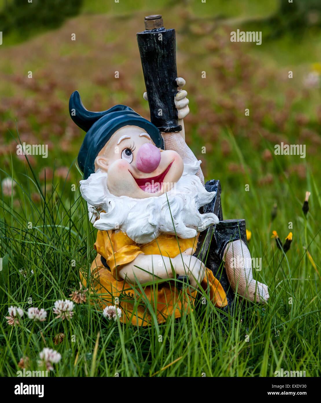 Nain rigolo dans le jardin Banque D\'Images, Photo Stock ...
