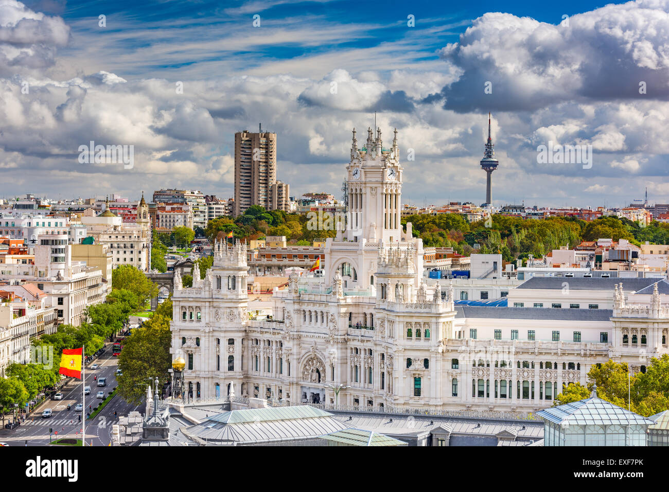 Madrid, Espagne cityscape avec palais et Torrespana Communication Tower. Photo Stock