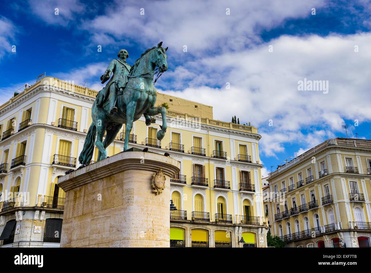 Madrid, Espagne à la statue équestre du roi Charles III à Puerta del Sol. Photo Stock