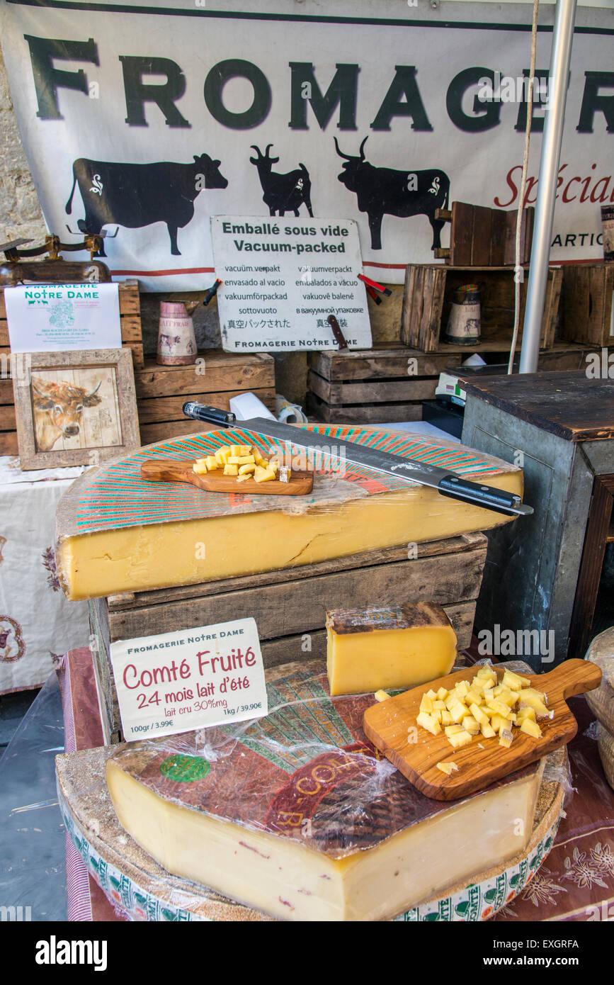 Les fromages en vente sur le marché, Saint-Rémy-de-Provence, Provence, France Photo Stock