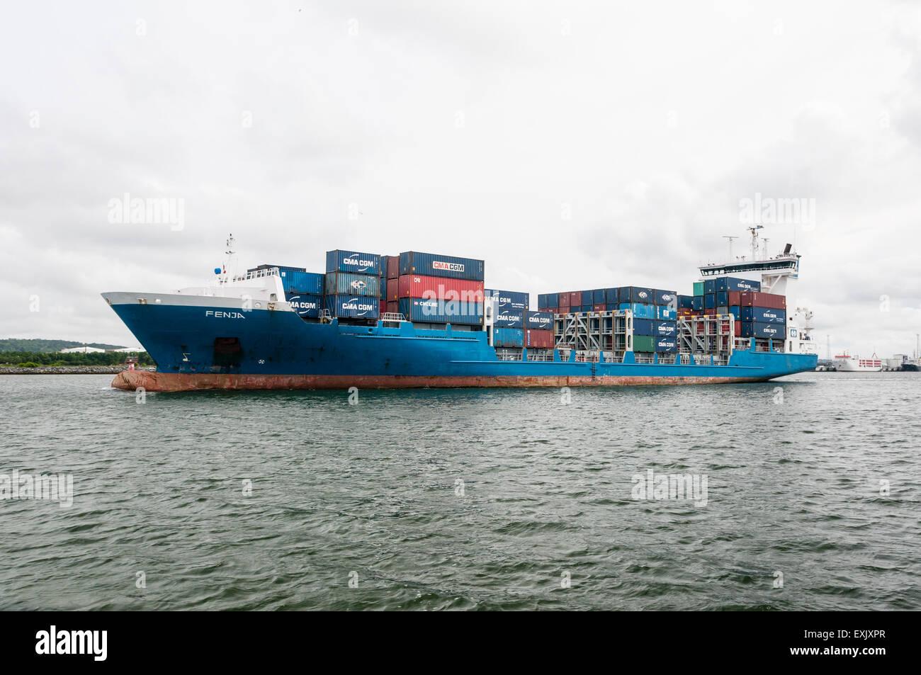 Navire de transport de conteneurs Fenja quitter Belfast Photo Stock
