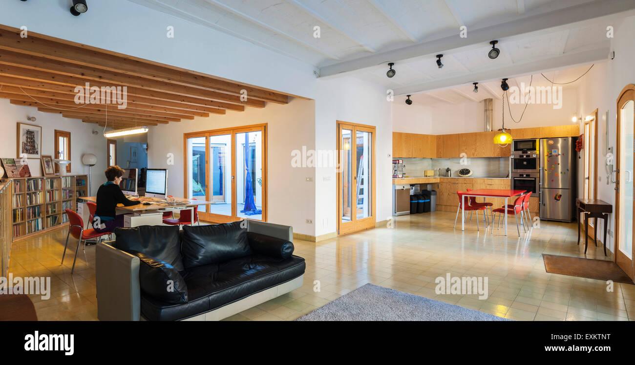 Panorama De L Etude D Un Plan Ouvert Et Coin Cuisine Maison De Famille A Barcelone Barcelone Espagne Architecte Elpilar Arquitectura 201 Photo Stock Alamy