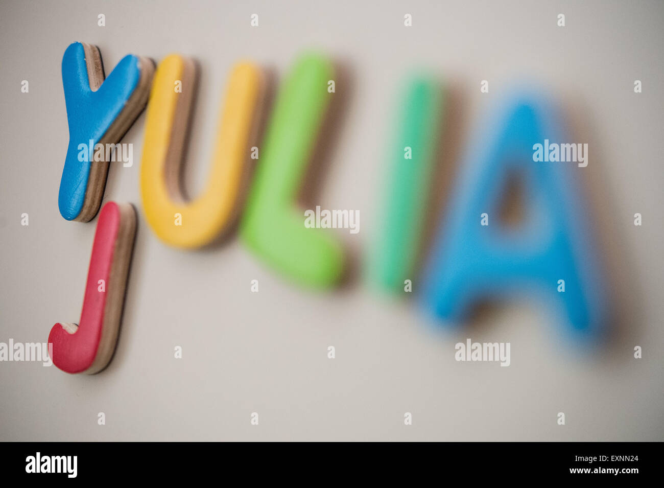 Stuttgart, Allemagne. 15 juillet, 2015. ILLUSTRATION - le prénom Julia énoncés de magnet lettres Photo Stock