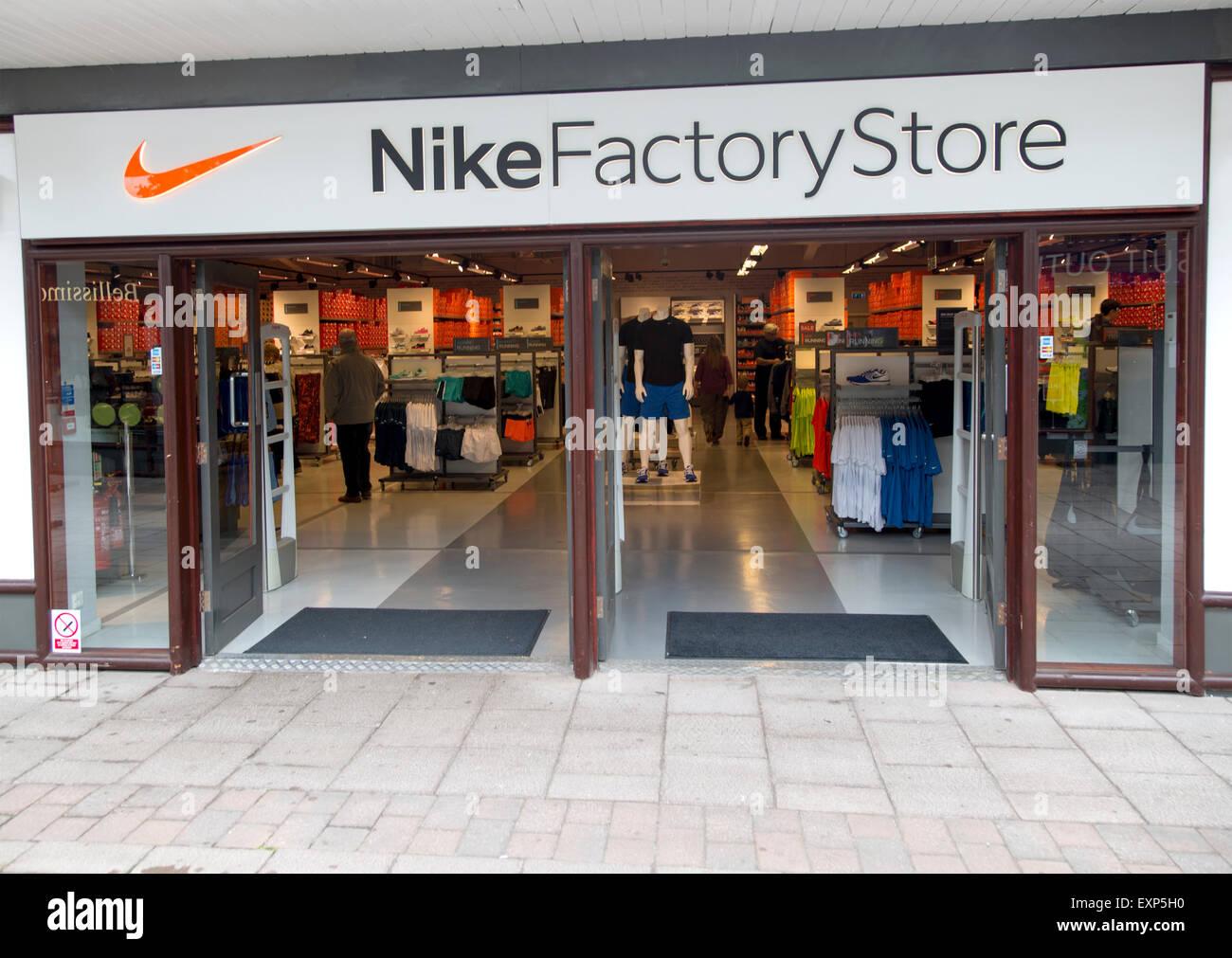 new arrival 8eff4 4c337 Magasin d usine Nike, Festival Park Shopping Centre, Ebbw Vale, Blaenau  Gwent, South Wales, UK