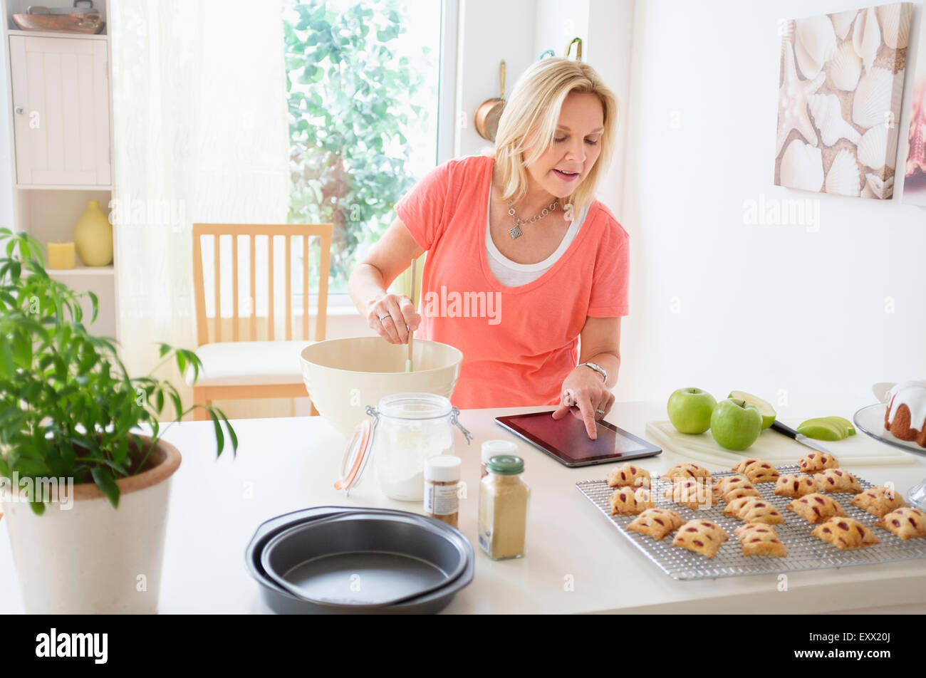 Young woman baking in kitchen Photo Stock