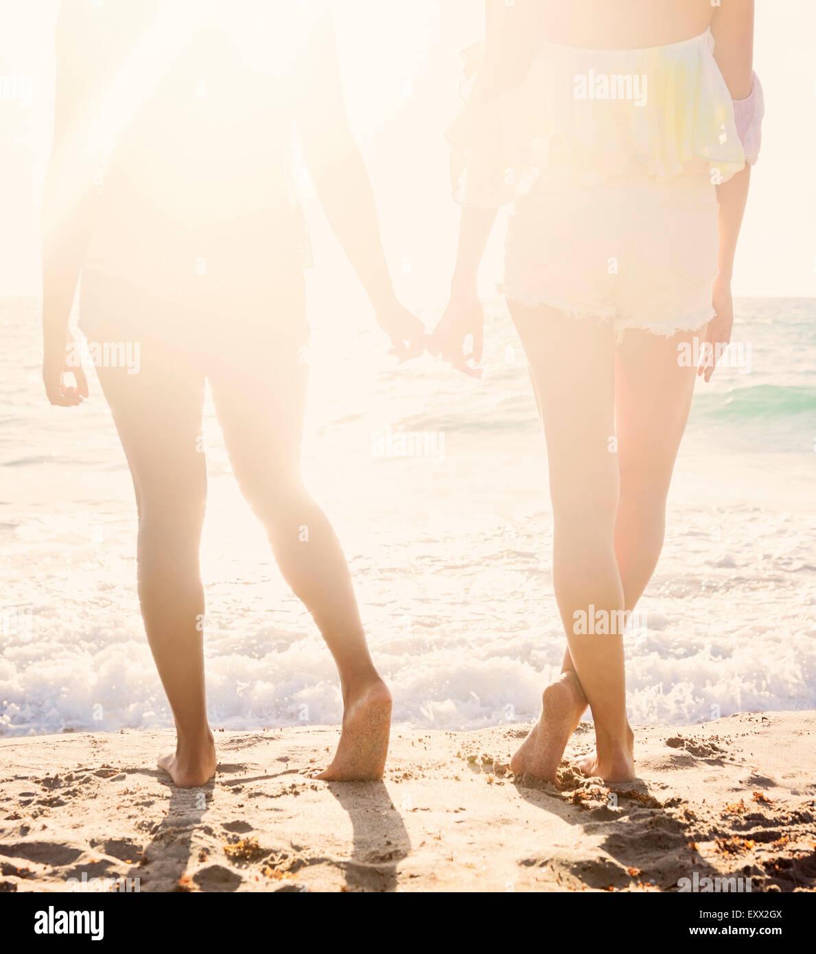 Amis féminins on beach Photo Stock
