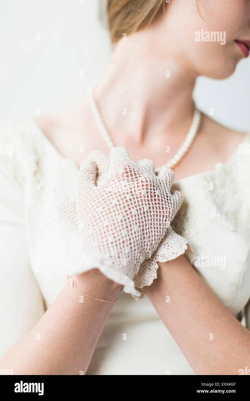 Section intermédiaire de mariée le port de gant officiel Photo Stock