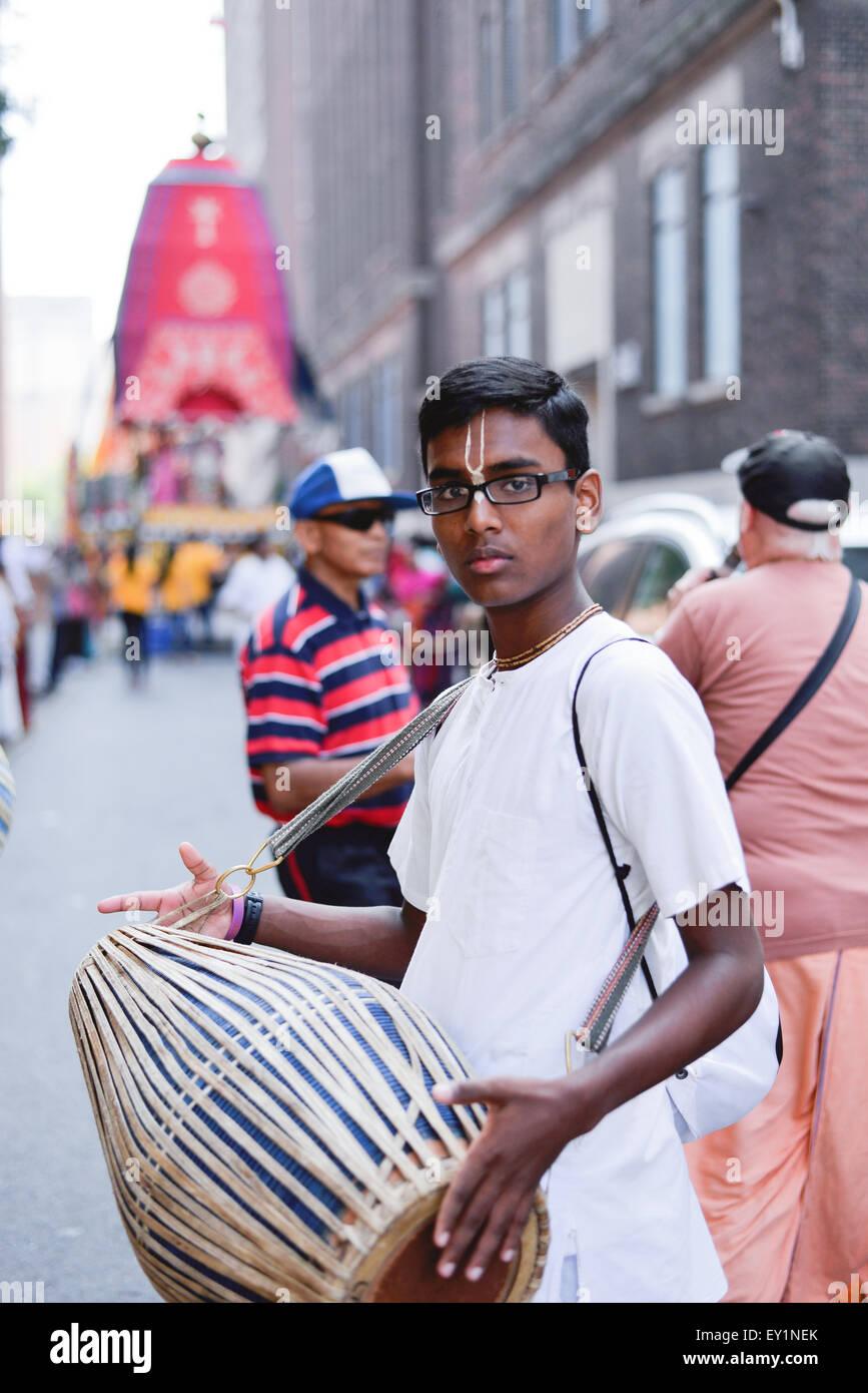 Toronto, Canada. 18 juillet, 2015. Les dévots à l'tablaa le jour de 43e festival annuel de l'Inde. Credit: NISARGMEDIA/Alamy Live News Banque D'Images