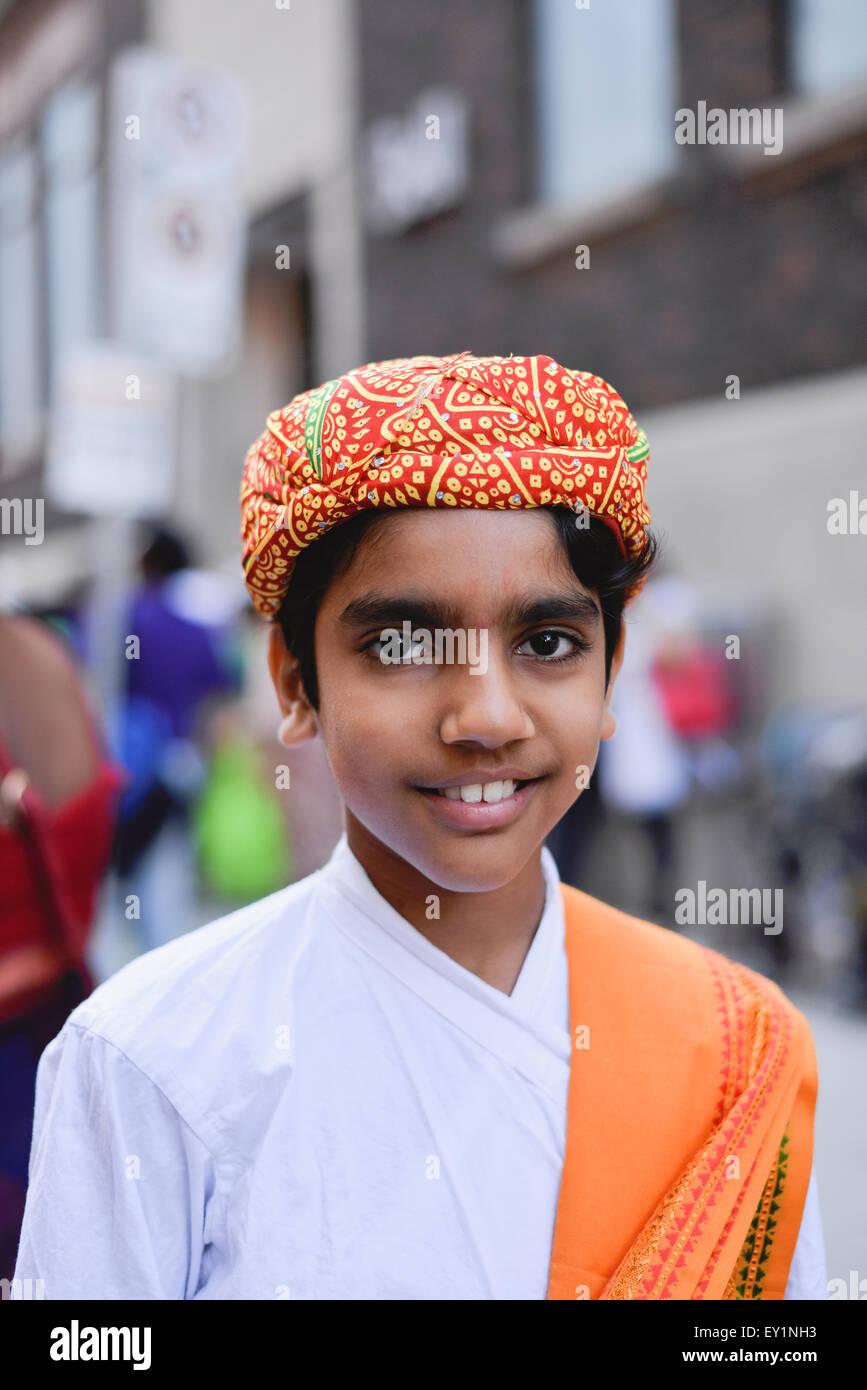 Toronto, Canada. 18 juillet, 2015. Les dévots habillés en vêtements traditionnels lors de l'Inde festival. Credit: NISARGMEDIA/Alamy Live News Banque D'Images