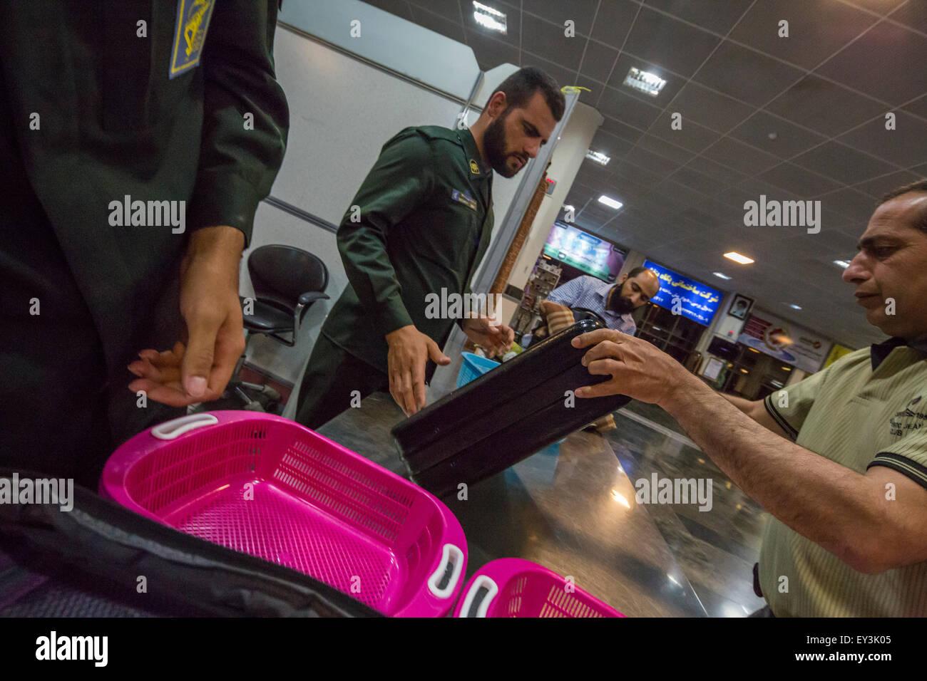 Contrôle de sécurité, l'aéroport de Zahedan, Iran Photo Stock