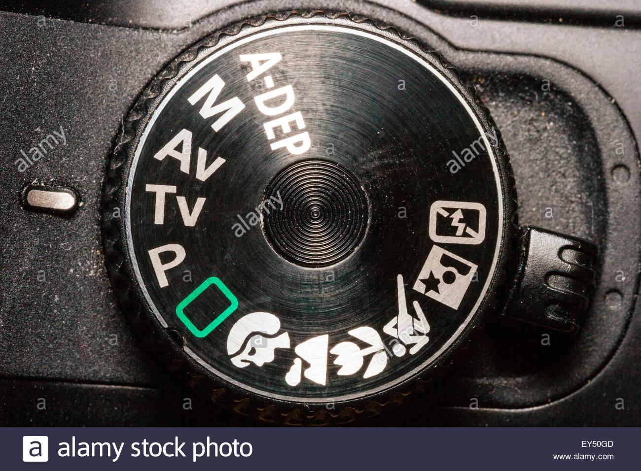 Close-up de molette de commande de l'appareil photo numérique reflex Canon montrant divers modes de prise Photo Stock